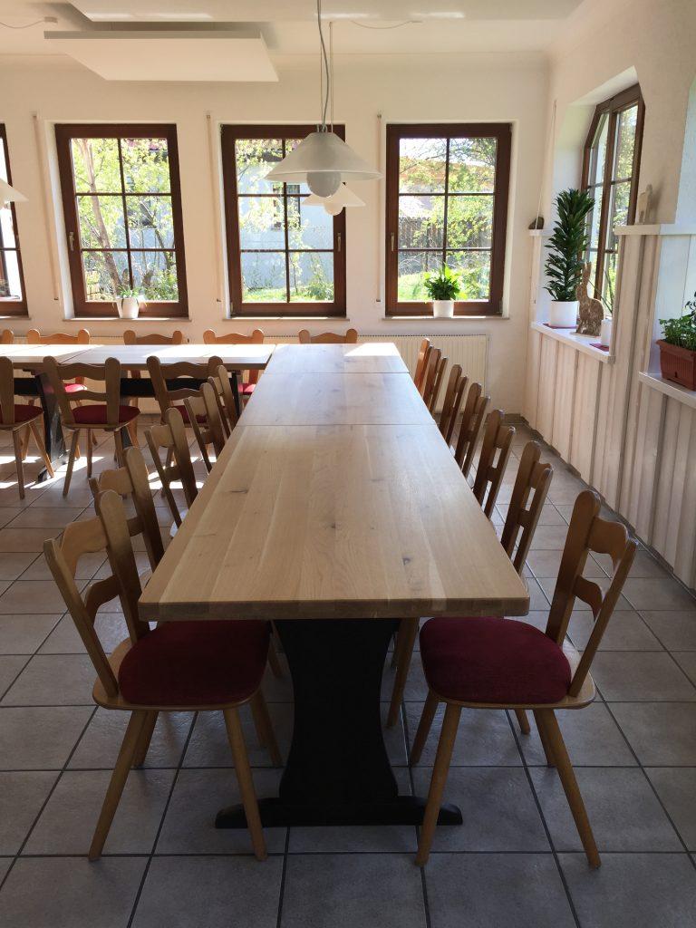 Restaurant Ansicht mit Stühlen und Tisch